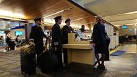 Onze piloten voor de vlucht naar Londen, ze zien er uitgerust uit.