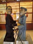 Obama Wajong en de eigenaar van de poppoen