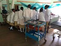 Een 'paar' studenten komen meekijken tijdens de ochtendronde