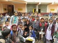 Met de kinderen op school.