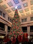 Beroemde kerstboom in the Walnut Room in het warenhuis Macy's