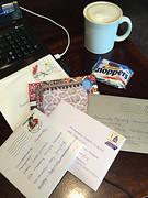 Kaartjes lezen & blog schrijven onder genot van Starbucks koffie :)