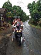 Jaaaa! Scooteren en het regent :)