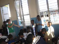 Mercy Ministrie - Doven school - druk bezig gebarentaal aan het leren :)