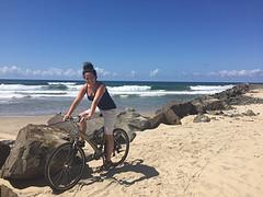 Fietsen langs het strand aan de Indische Oceaan op een Hollandse Gazelle fiets, wat wil je nog meer?