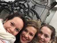 Gezusters Roelofs en Manneke Pis :) - Hallo Brussel!
