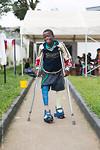 Whoehoe..! Twee rechte benen.. Oefenen tijdens zijn verblijf in het HOPE centre!