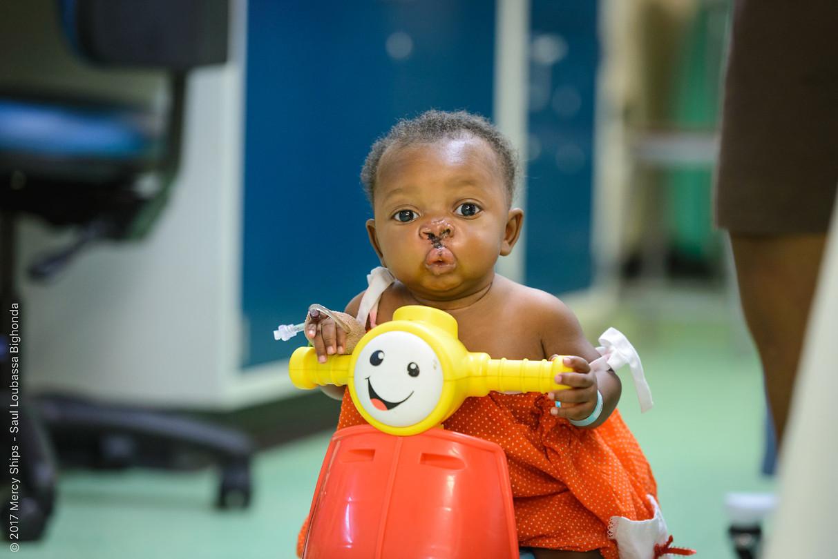 Baby Paul na zijn operatie...