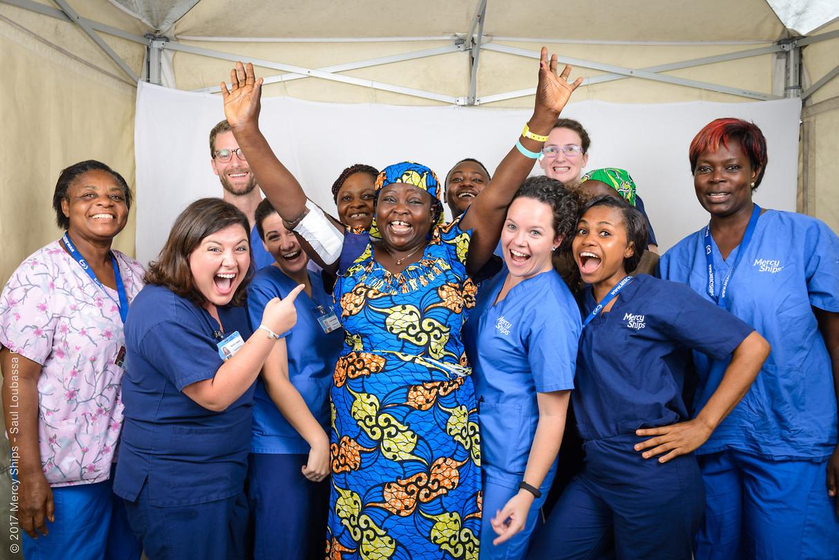 Fanta na haar operatie! Reden voor een juigende teamfoto :)