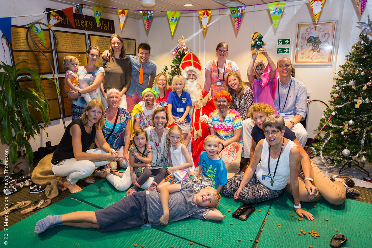 Sinterklaas aan boord :).. Met een gedeelte van de NL crew op de foto!