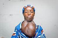 Totdat ze haar Afrikaanse stoffen doek weg haalt...!