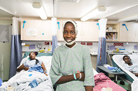 Yaya, na je operatie ziet je glimlach er heel anders uit!