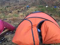 Tja, daar sliepen we dan - hoog op de kale berg in Kameroen...