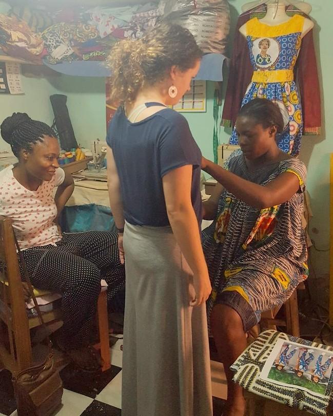 Bij de naaister - Ja mensen, ik kom thuis met Afrikaanse kleren :)