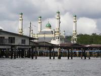 Boottocht tussen dat waterdorp  en zicht op die prachtige moskee