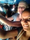 Met Claire in de drukke bus