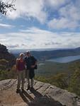 Grampians NP - Op weg naar de top van The Pinnacle met zicht op Lake Bellfield