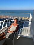 genieten van de zon vanaf ons balkon