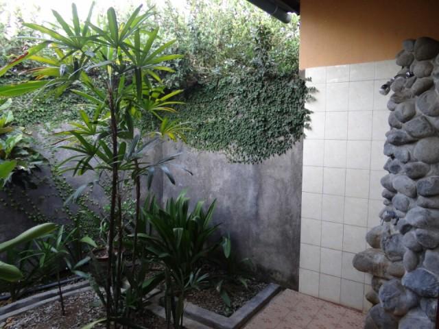 Buiten badkamer Lovina | Foto | Reisblog van Arno en Jet