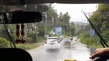 Tropisch buitje bij aankomst op Koh Samui