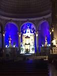 Kerk in de wijk Miraflores; Maria met discoverlichting
