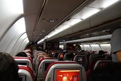 Onze vlucht van 10 u 20 minuten verloopt rustig. We slapen.