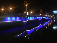 Verlichte brug Long Xuyen