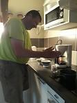 Geitenmelk opkloppen voor de cappuccino