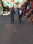 fietsen door de straten.