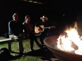 Johnny Cash zingen rond het vuur