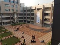 één vd vele universiteiten in Dhaka. Kwaliteit verschilt enorm, deze is goed, wel privaat (en duur)