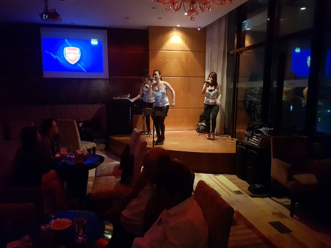 Echt uitgaan kennen ze hier niet, wel middelmatige zangeressen in een veel te dure hotelbar