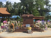 The kings funeral, small tribute in Koh Tao
