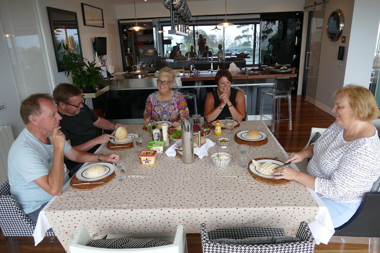 Gezellig eten met neef Tim en Cathy en Mark en Helen