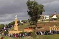 """Foto internet van """"kapellenland"""" met een processie"""