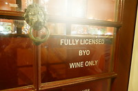 BYO Wine betekent: bring your OWN wine / breng je eigen wijn mee! Iets voor Nederland!