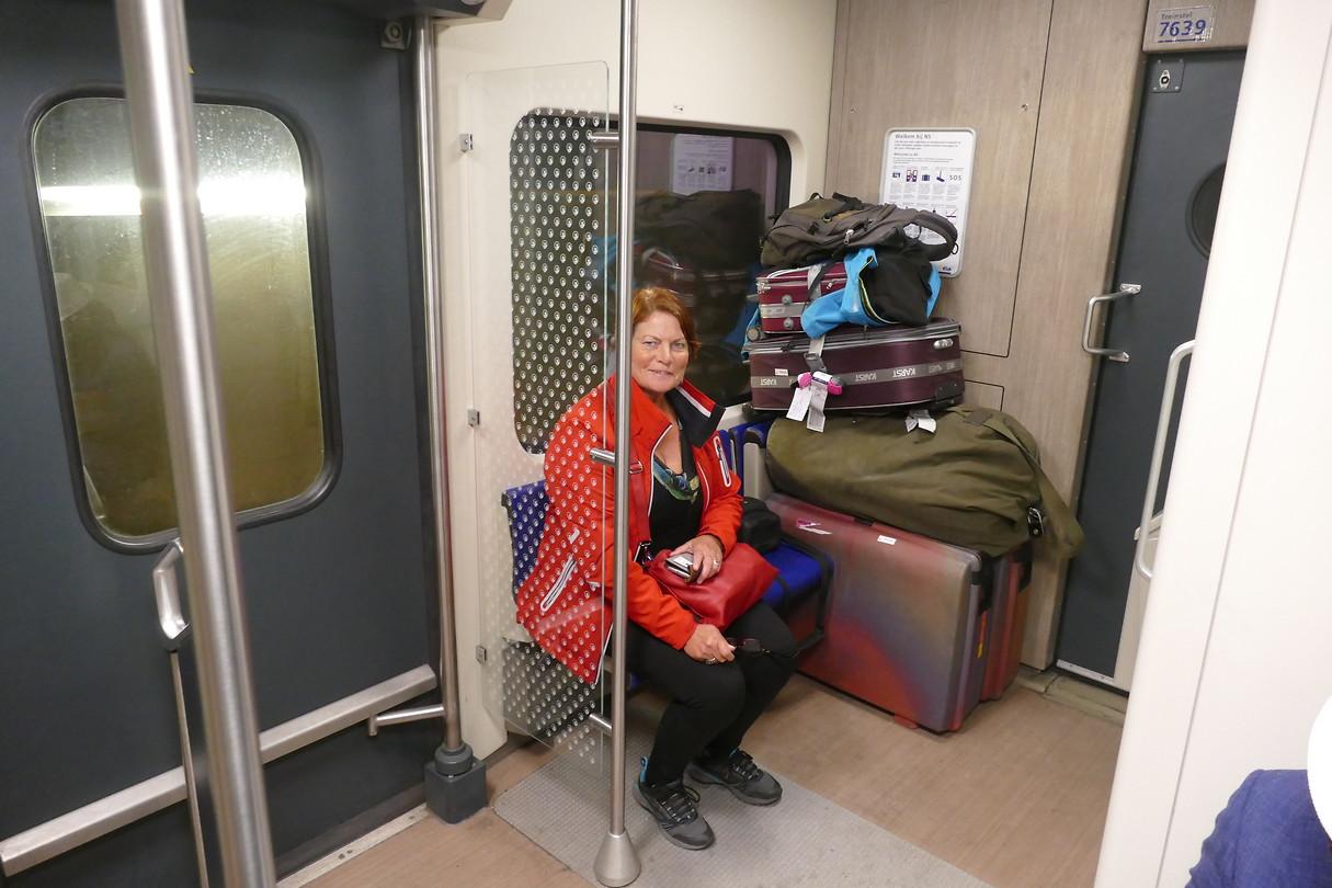Het laatste traject. De trein van 06.34; Schiphol naar Leeuwarden.