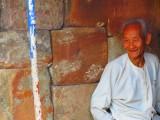 deze man beklom ook 450 treden om bij de tempel te komen