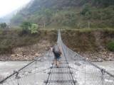 dit soort bruggen kom je vaak overheen om de rivier over te steken