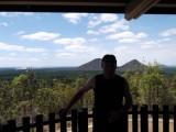 Harrie voor de Glass House Mountains