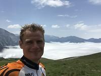 Gelukkige selfie met prachtig uitzicht Aubisque