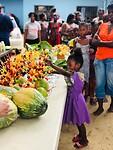 Groenten en fruit actie - fruitsticks eten