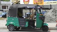 Sri Lankaanse taxi oftewel een tuktuk.