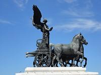Standbeeld boven op monument Vittoria Emanuele