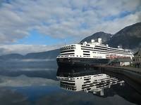 Het schip in de haven van het Eidfjord