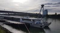 Aankomst in Bratislava met de UFO toren op de achtergrond
