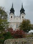 Rondwandeling langs het uitzichtpunt en de mooie kerk boven