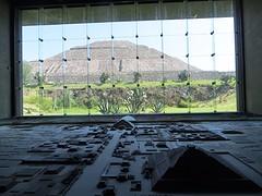 Maquette van de opgravingen met uitzicht op de 'Zon'