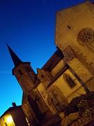 Kerk in avondcontrast