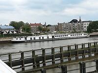 Zicht op het schip vanaf de spoorbrug in Zutphen